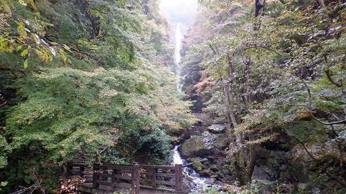 神庭の滝に向う途中の橋