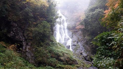 神庭の滝上方の流れ