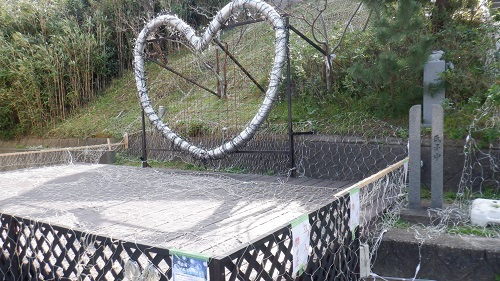 白兎神社の入口にあるハートのモニュメント