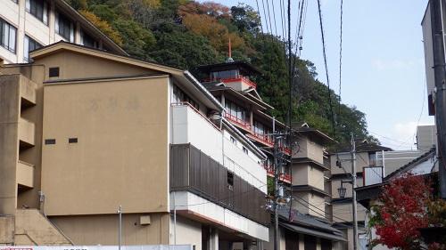 三朝温泉の旅館が立ち並ぶ場所