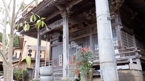 有福温泉の薬師堂外観