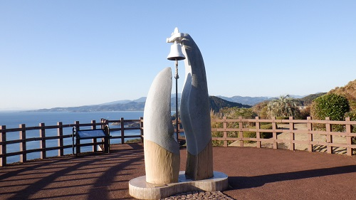 クルスの海のモニュメントの鐘