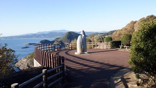 遊歩道から見たクルスの海モニュメント