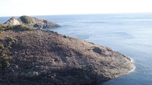 遊歩道から見た岩の光景