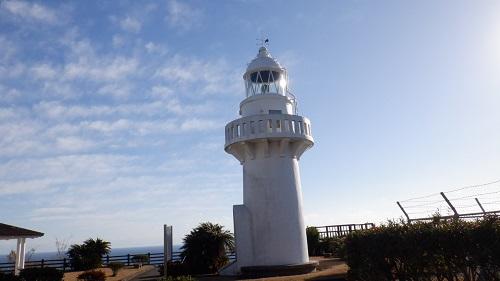 細島灯台全景と周辺