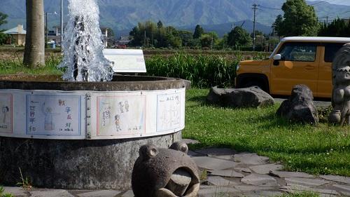 ポケットパーク湧水と周辺の光景