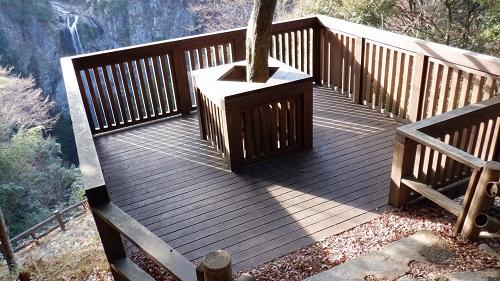 福貴野の滝の木造り展望台