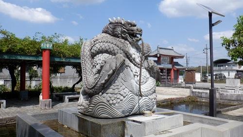 孔子公園内にある龍の像