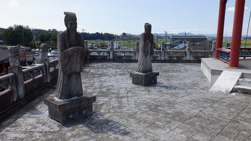 孔子公園内にある孔子の弟子の石像