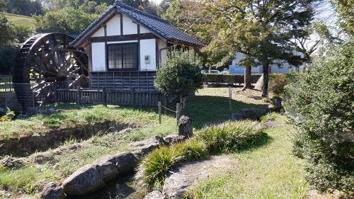 前川水源内にある水車小屋