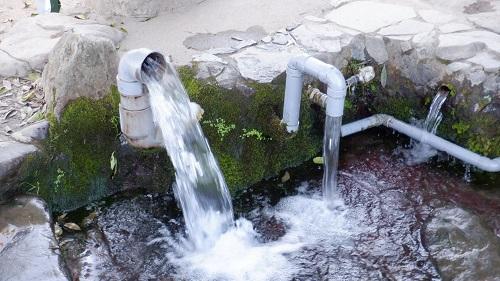 前川水源内にある勢いのある給水場