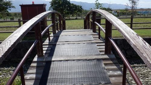 三連水車の近くにかかる橋