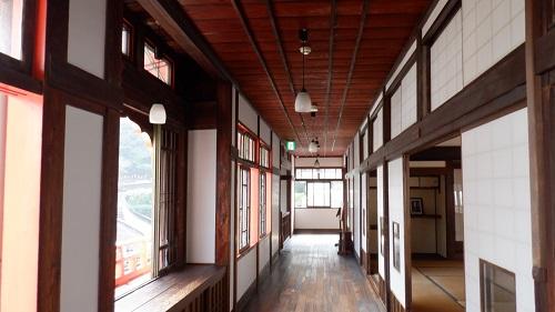武雄温泉新館内の廊下