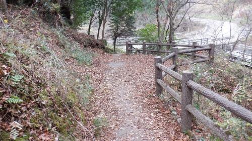 常光寺の滝から見た遊歩道
