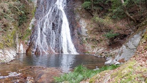 常光寺の滝の下段と滝つぼ