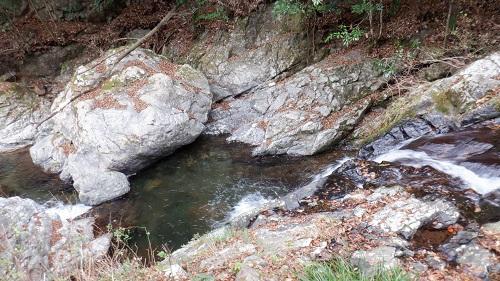 常光寺の滝から見た川の流れ