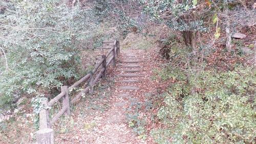 常光寺の滝階段状の遊歩道