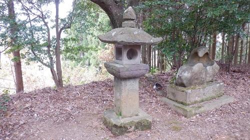鉾神社の境内にある灯篭