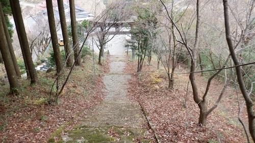 鉾神社の入口鳥居の拝殿側