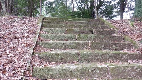 鉾神社拝殿前の階段