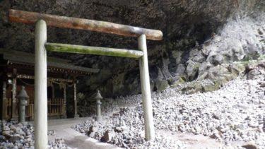 天安河原の神社と拝殿