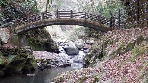 天安河原の川にかかる太鼓橋