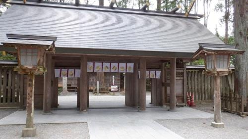 天岩戸神社の拝殿出入口
