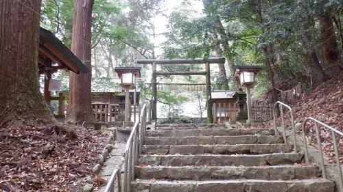 天岩戸神社東本宮拝殿へ続く鳥居