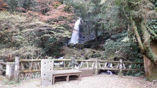 白糸の滝と休憩場