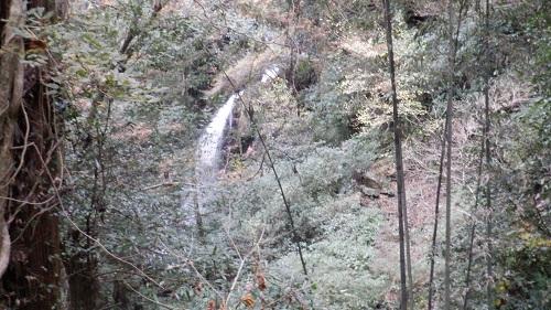白糸の滝の一部が見える場所