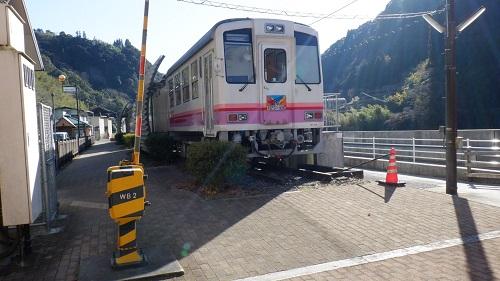 日之影温泉駅の元駅ホームにある宿舎