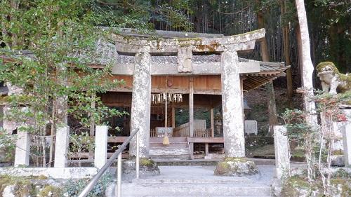 水神社の鳥居と拝殿