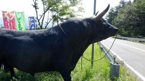 べべんこにあるリアルな牛の置物