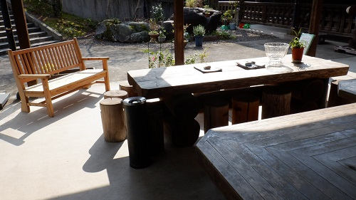 わいた温泉郷湯けむり茶屋の野外休憩所