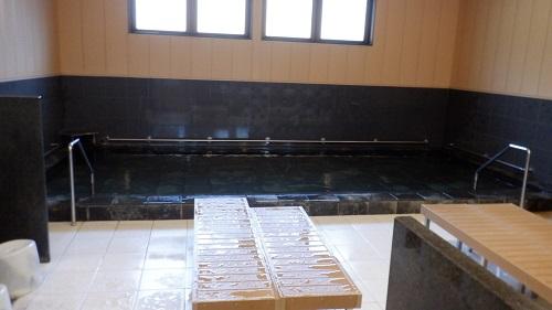 猿ヶ城ラドン療養泉の湯舟