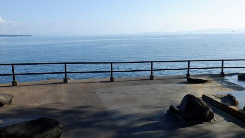 桜島シーサイドホテルの海沿い露天風呂