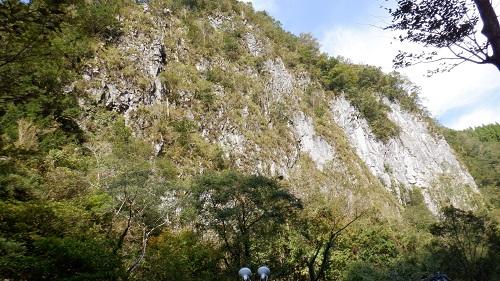 白滝が雄大に広がる光景