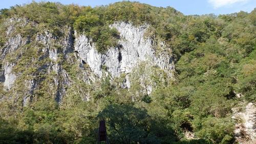 水が流れない石灰岩の白滝