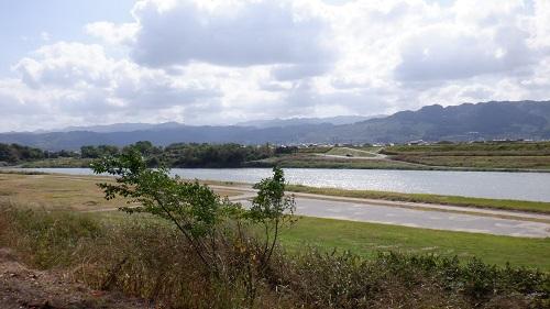 原鶴温泉側の筑後川