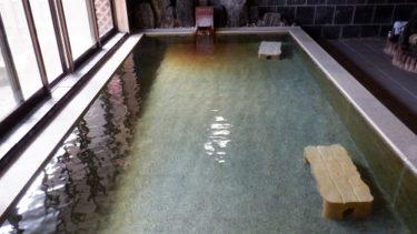 佐藤荘の広々とした内湯