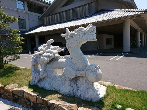 川棚グランドホテルの竜の像