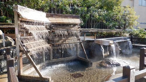 お湯が流れる湯雨竹とミニ湯畑