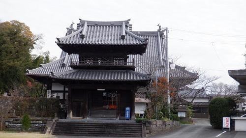 お寺の門と本堂