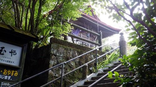 筋湯温泉敷地内の薬師堂