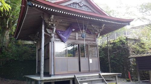 薬師堂の拝殿