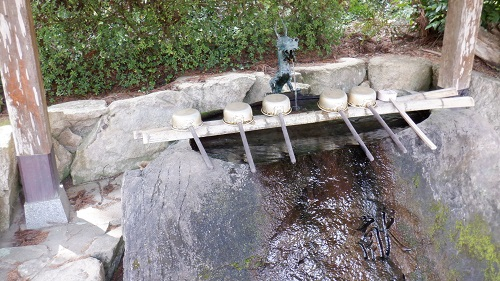 別府弁天池の手水舎と竜神