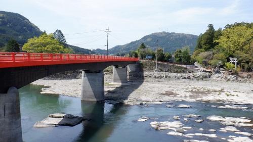 玖珠川にかかる赤い橋